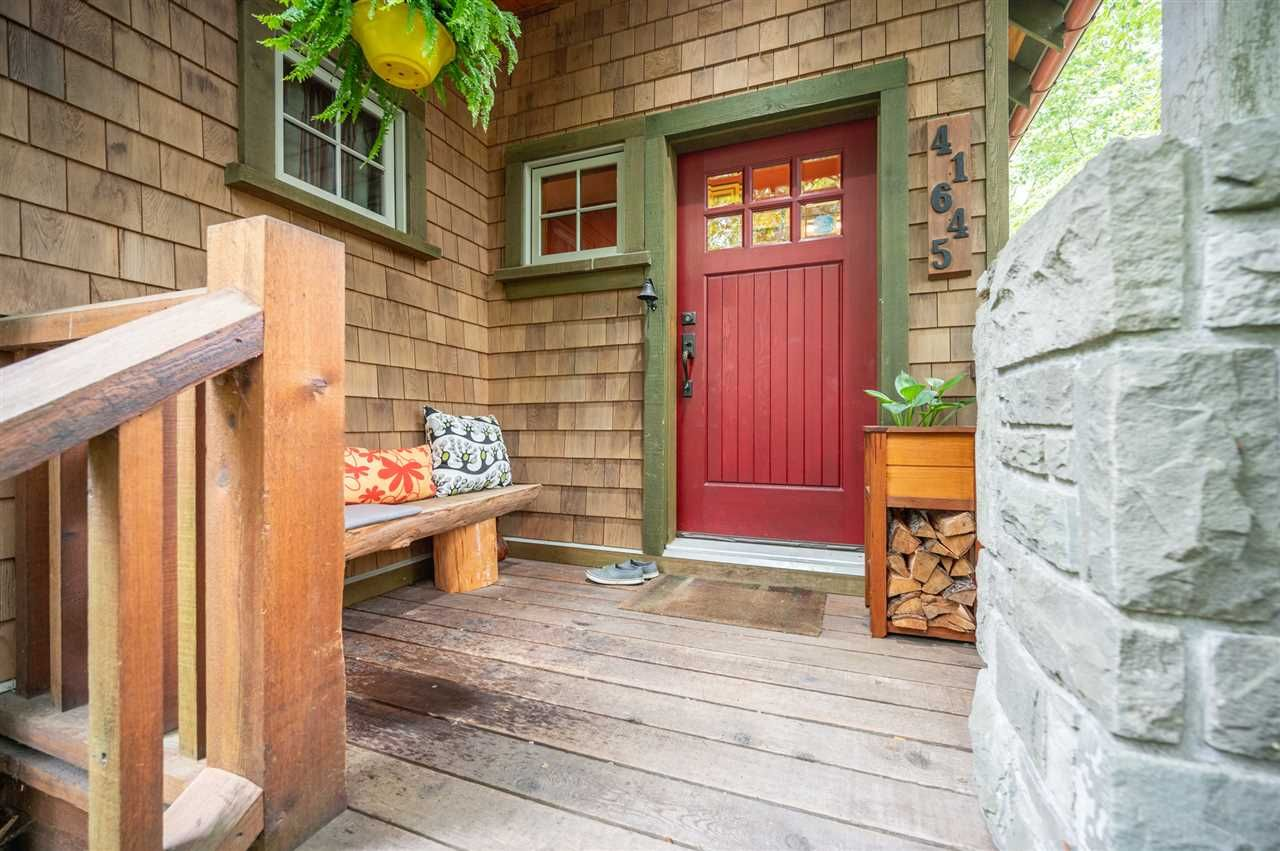 Photo 2: Photos: 41645 GOVERNMENT Road in Squamish: Brackendale House for sale : MLS®# R2515345