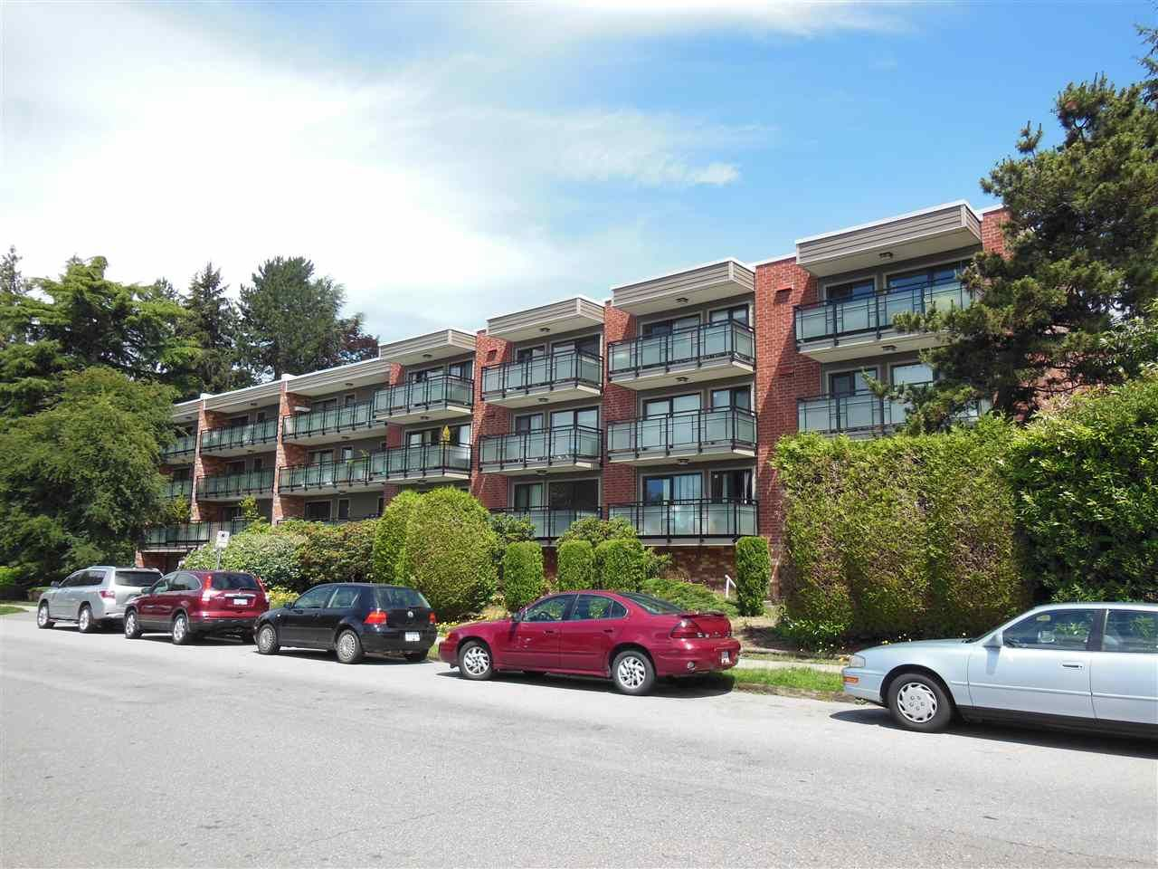 "Main Photo: 301 360 E 2ND Street in North Vancouver: Lower Lonsdale Condo for sale in ""Emerald Manor"" : MLS®# R2084102"