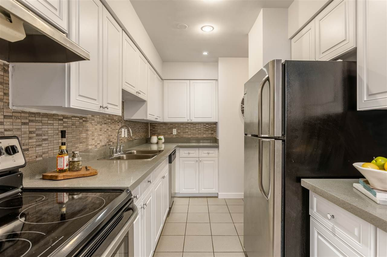 Photo 4: Photos: 207 225 SIXTH STREET in New Westminster: Queens Park Condo for sale : MLS®# R2440981