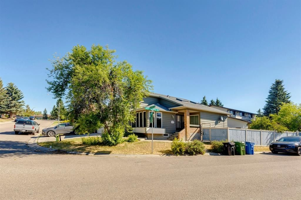 Main Photo: 28 Ranchridge Crescent NW in Calgary: Ranchlands Detached for sale : MLS®# A1126271