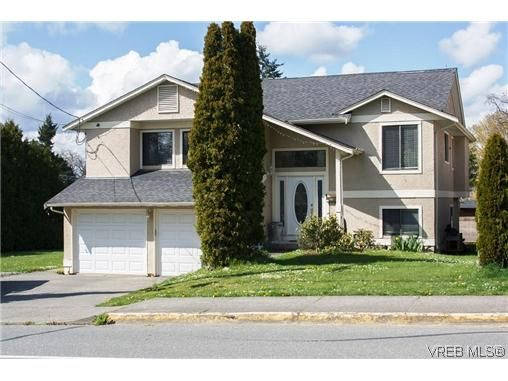 Main Photo: 804 Beckwith Ave in VICTORIA: SE Lake Hill House for sale (Saanich East)  : MLS®# 637085