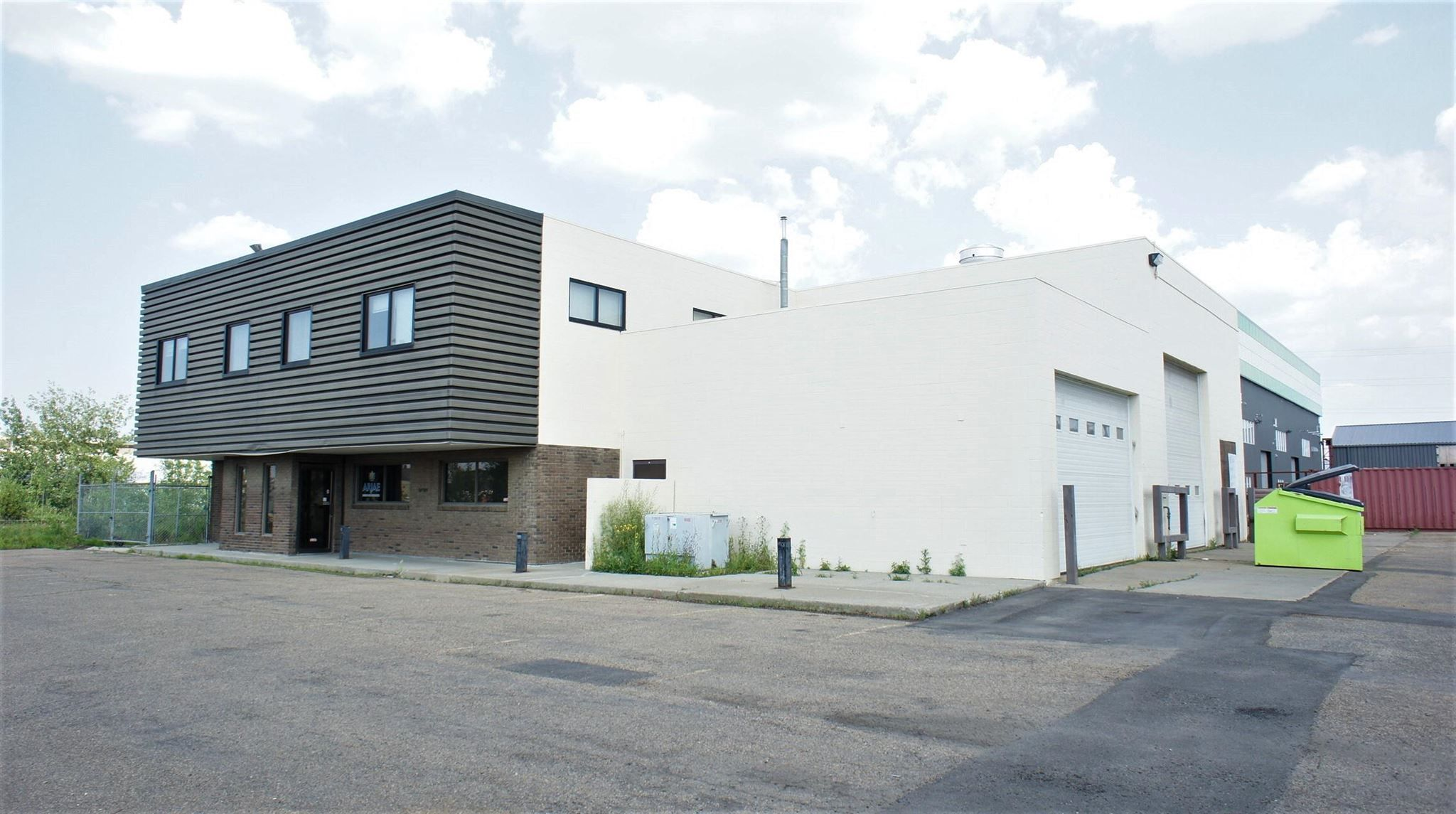 Main Photo: 9760 60 Avenue in Edmonton: Zone 41 Industrial for lease : MLS®# E4255047