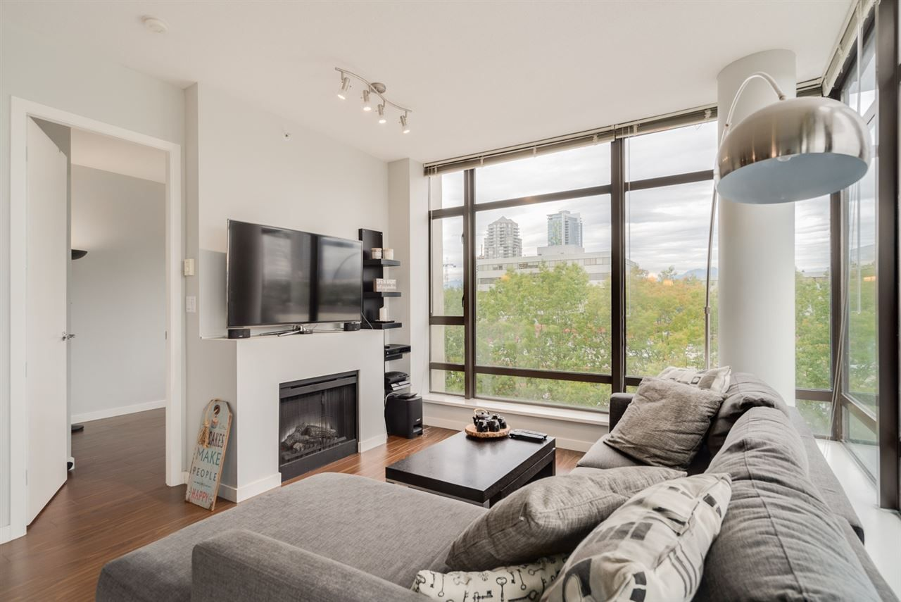 """Photo 3: Photos: 603 4250 DAWSON Street in Burnaby: Brentwood Park Condo for sale in """"OMA 2"""" (Burnaby North)  : MLS®# R2212990"""