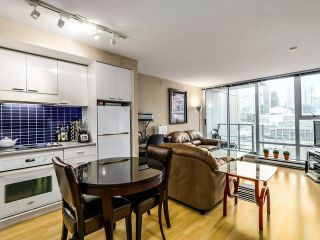 "Photo 3: 1209 131 REGIMENT Square in Vancouver: Downtown VW Condo for sale in ""SPECTRUM 3"" (Vancouver West)  : MLS®# R2029001"
