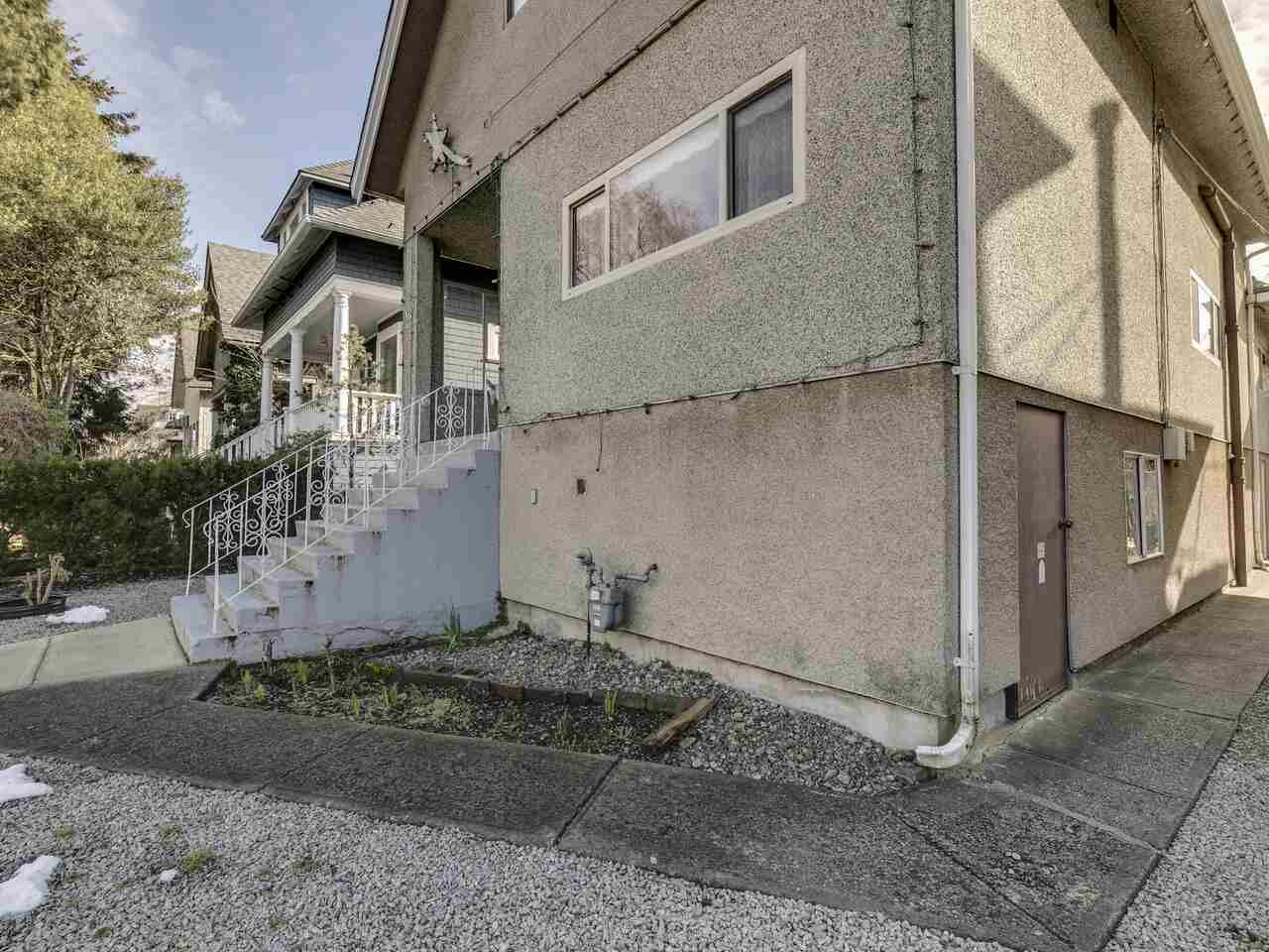 """Photo 2: Photos: 1550 GRANT Street in Vancouver: Grandview Woodland House for sale in """"GRANVIEW"""" (Vancouver East)  : MLS®# R2539844"""