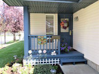 Photo 3: 929 116A Street in Edmonton: Zone 16 House for sale : MLS®# E4256079