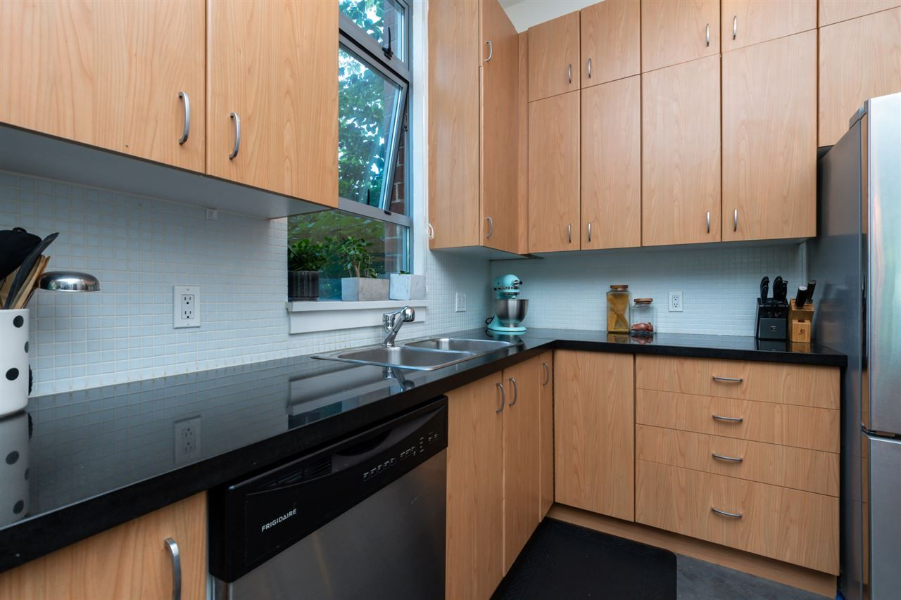 Photo 10: Photos: 207 2635 PRINCE EDWARD STREET in Vancouver: Mount Pleasant VE Condo for sale (Vancouver East)  : MLS®# R2488215
