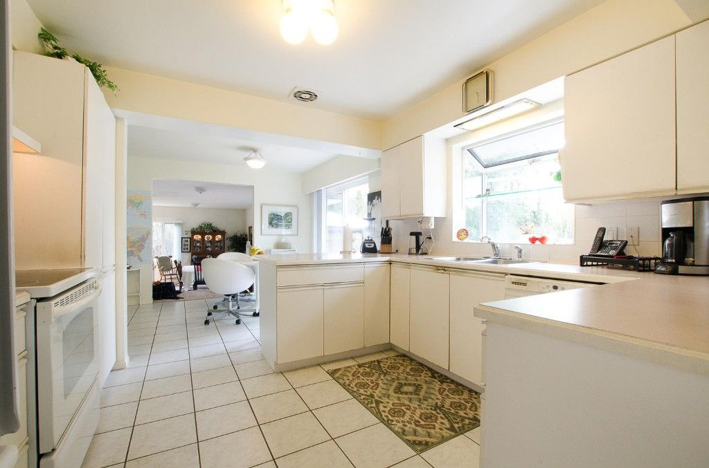 Photo 8: Photos: 24700 50 Avenue in Langley: Salmon River House for sale
