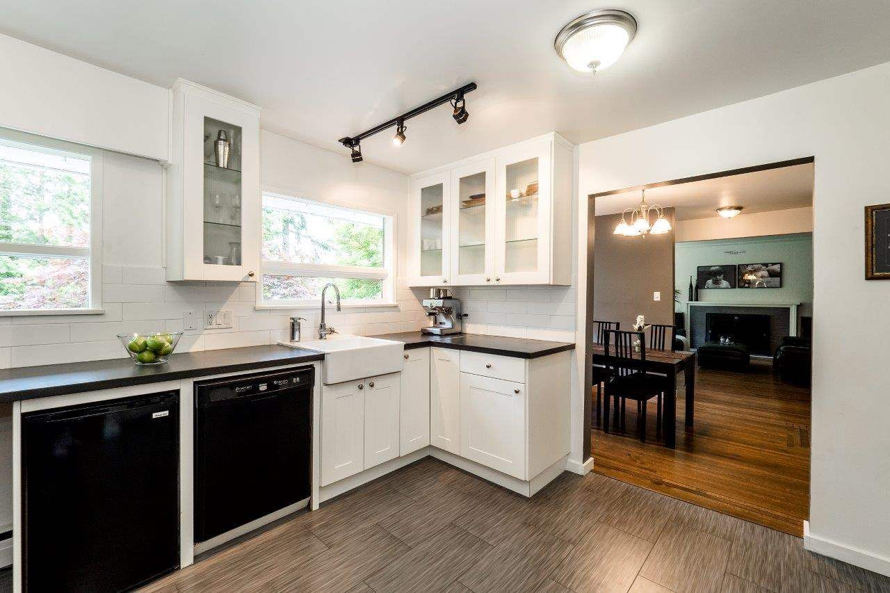 Photo 5: Photos: 1002 CLEMENTS Avenue in North Vancouver: Canyon Heights NV House for sale : MLS®# R2078694