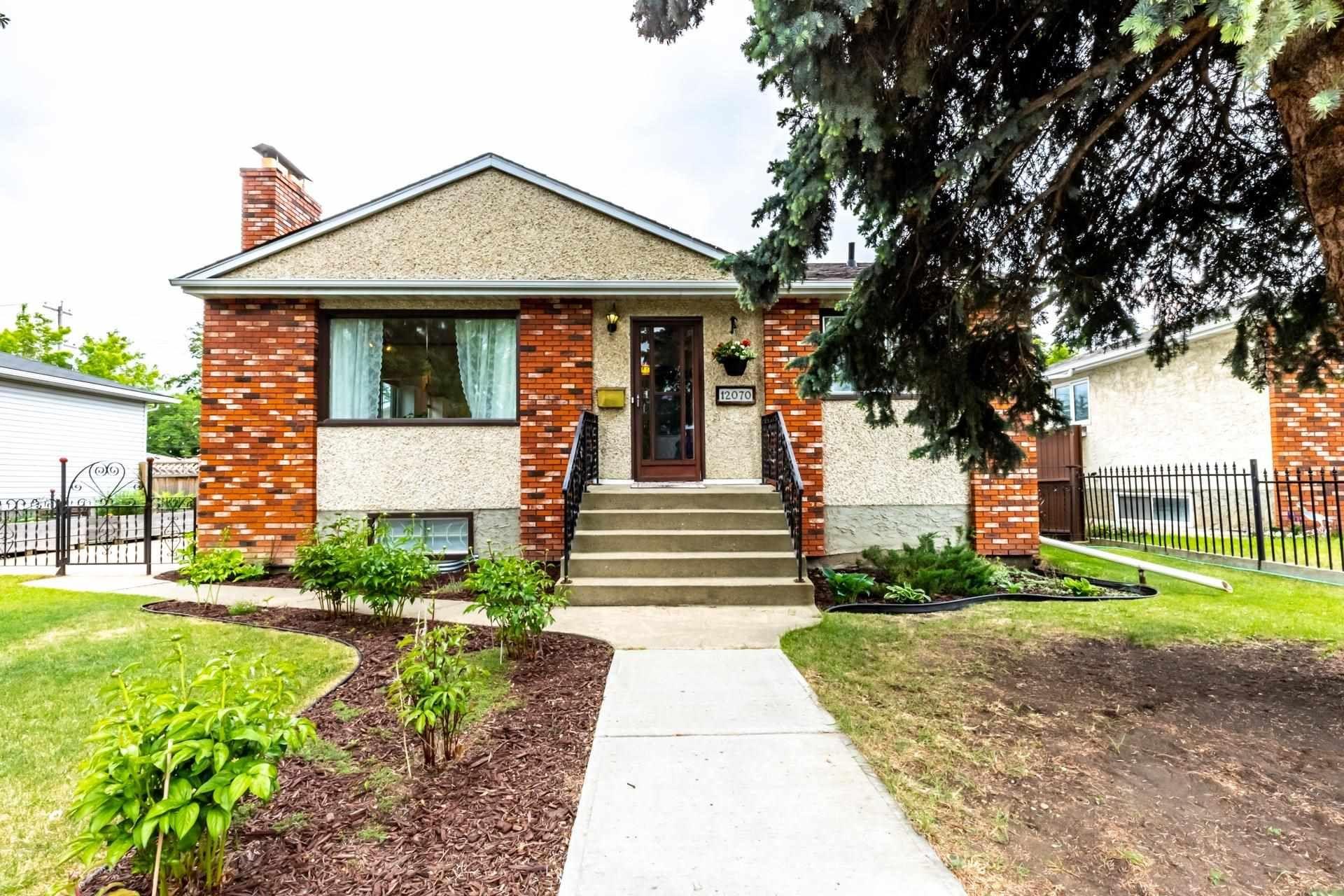 Main Photo:  in Edmonton: Zone 04 House for sale : MLS®# E4248563