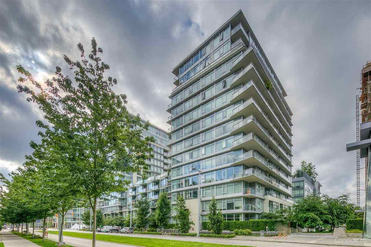 """Photo 1: Photos: 704 138 W 1ST Avenue in Vancouver: False Creek Condo for sale in """"WALL CENTRE FALSE CREEK ( EAST 2 TOWER)"""" (Vancouver West)  : MLS®# R2472113"""