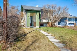Photo 2: 72 Shawmeadows Crescent SW in Calgary: Shawnessy Detached for sale : MLS®# A1097940