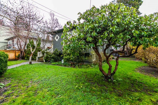 Photo 2: Photos: 808 E 28TH AVENUE in Vancouver: Fraser VE House for sale (Vancouver East)  : MLS®# R2154503