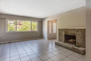 Photo 6: 973 Weaver Pl in Langford: La Walfred House for sale : MLS®# 850635