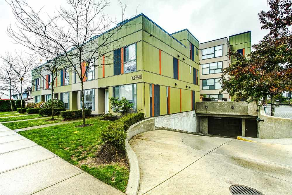 """Main Photo: 3 12065 228 Street in Maple Ridge: East Central Townhouse for sale in """"RIO"""" : MLS®# R2117718"""