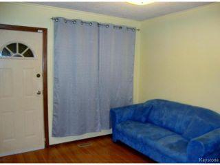 Photo 3: 880 REDWOOD Avenue in WINNIPEG: North End Residential for sale (North West Winnipeg)  : MLS®# 1402237