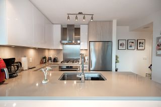 """Photo 4: 2301 3007 GLEN Drive in Coquitlam: North Coquitlam Condo for sale in """"Evergreen"""" : MLS®# R2558323"""