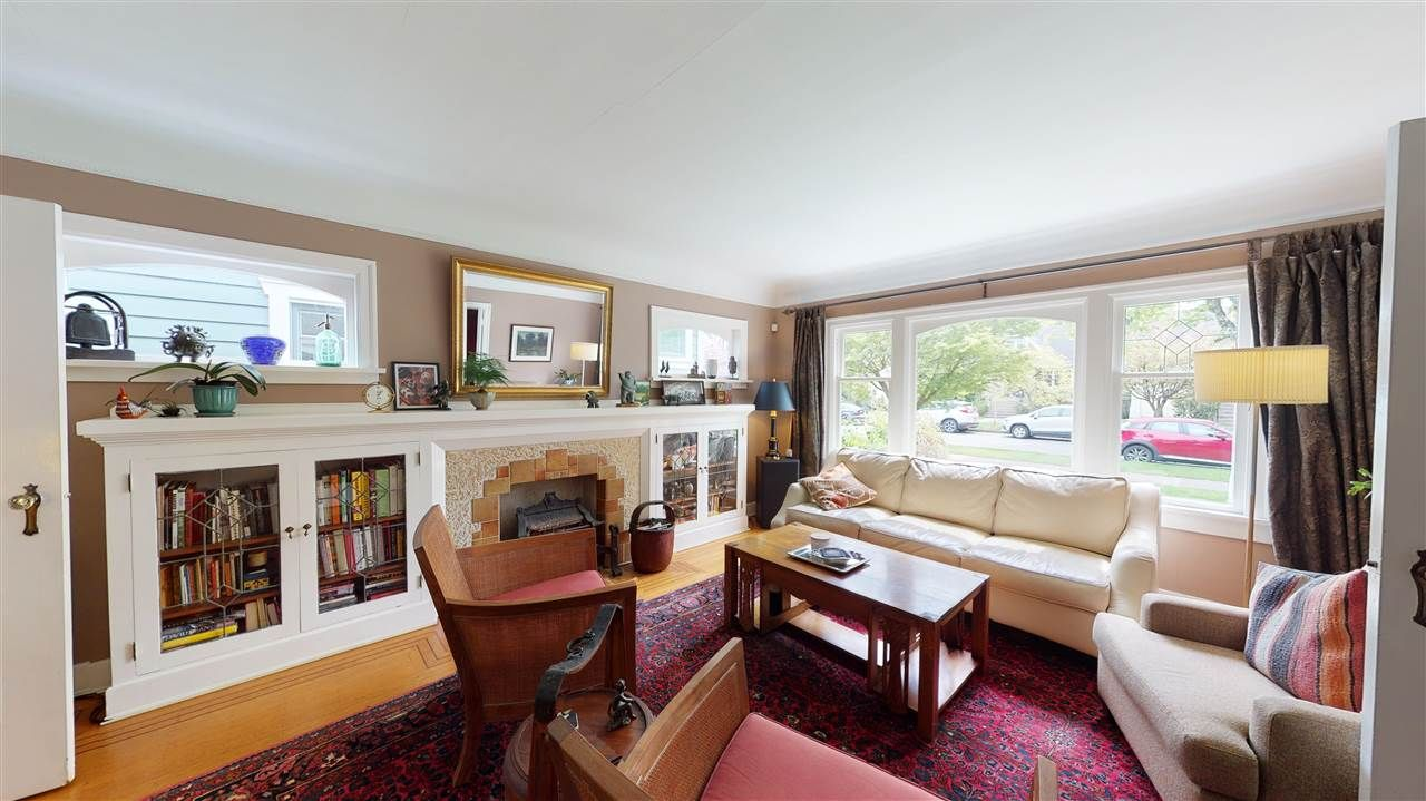 Photo 3: Photos: 2521 KITCHENER Street in Vancouver: Renfrew VE House for sale (Vancouver East)  : MLS®# R2573364