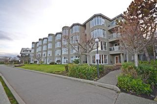 Main Photo: 106 566 Stewart Ave in : Na Brechin Hill Condo for sale (Nanaimo)  : MLS®# 863687