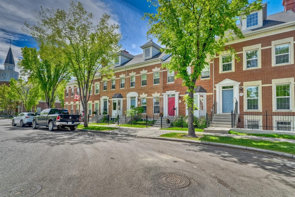 Main Photo: 128 Inverness Square SE in Calgary: McKenzie Towne Row/Townhouse for sale : MLS®# A1119902