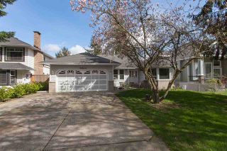 Photo 1: 6064 188 Street in Surrey: Cloverdale BC House for sale (Cloverdale)  : MLS®# R2257605