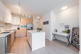 """Photo 4: 105 1621 HAMILTON Avenue in North Vancouver: Mosquito Creek Condo for sale in """"Heywood on the Park"""" : MLS®# R2393282"""
