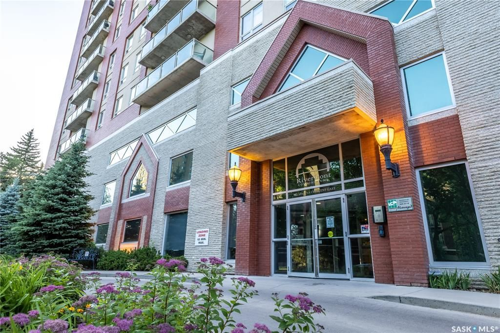 Main Photo: 1304 902 Spadina Crescent East in Saskatoon: Central Business District Residential for sale : MLS®# SK861309