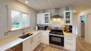 Photo 2: 6417 SAMRON Road in Sechelt: Sechelt District House for sale (Sunshine Coast)  : MLS®# R2536314