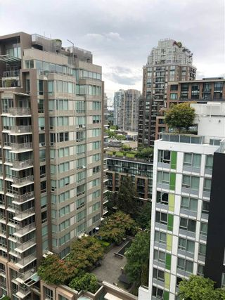 """Photo 3: 1707 1082 SEYMOUR Street in Vancouver: Downtown VW Condo for sale in """"FREESIA"""" (Vancouver West)  : MLS®# R2574167"""