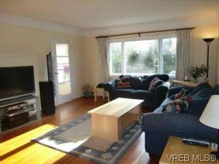 Photo 7: 2521 Fernwood Rd in VICTORIA: Vi Oaklands House for sale (Victoria)  : MLS®# 544455