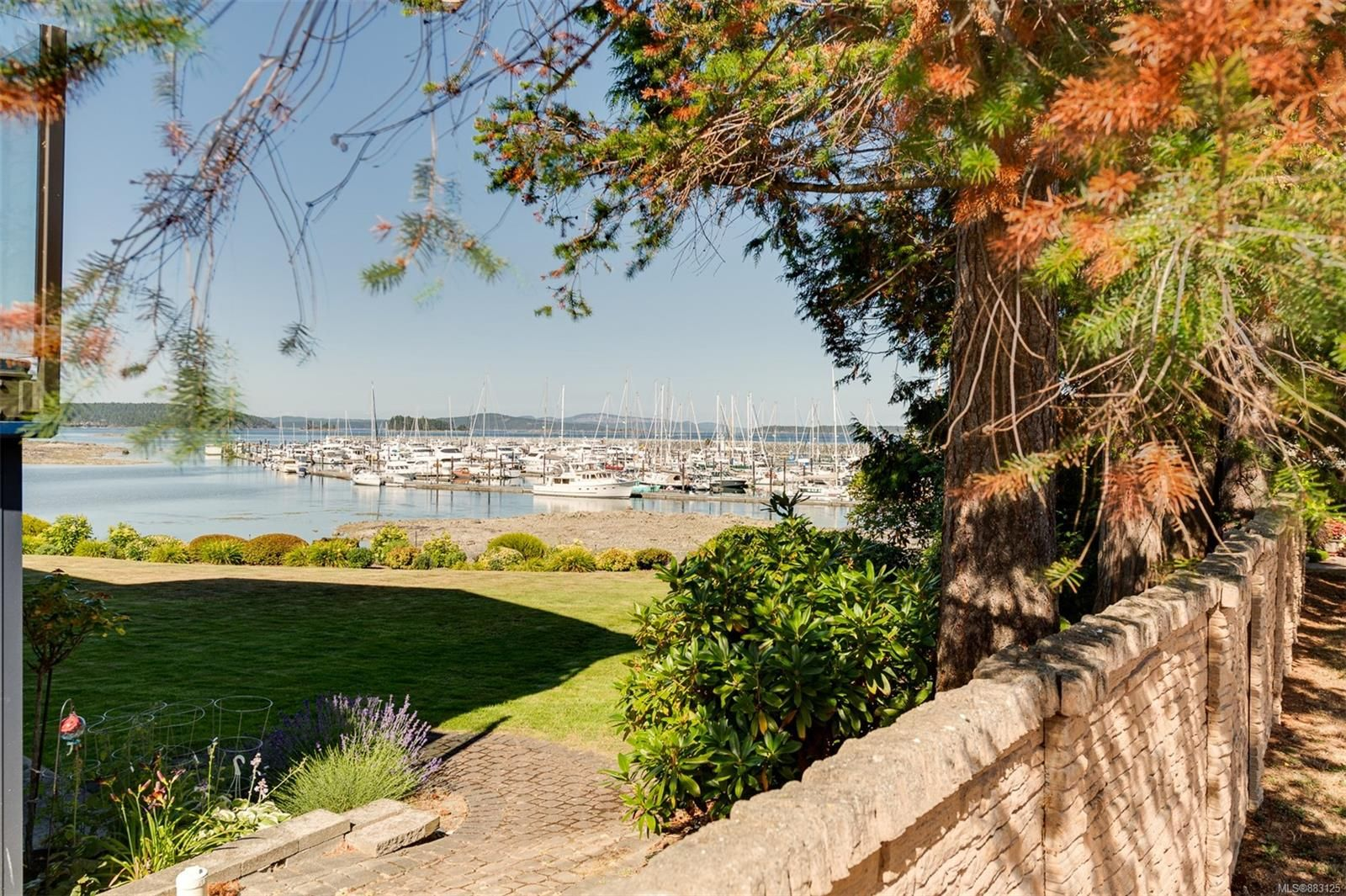 Main Photo: 101 2475 Mt. Baker Ave in : Si Sidney North-East Condo for sale (Sidney)  : MLS®# 883125