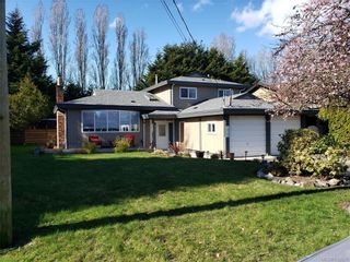 Photo 2: 10306 Gabriola Pl in Sidney: Si Sidney North-East House for sale : MLS®# 835055