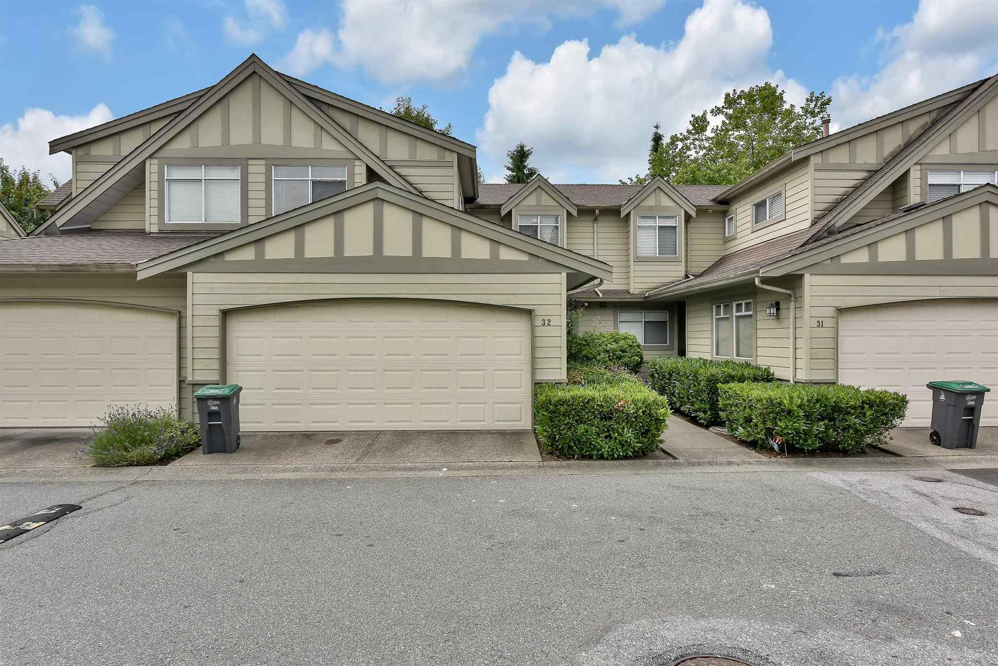"""Main Photo: 32 10238 155A Street in Surrey: Guildford Townhouse for sale in """"Chestnut Lane"""" (North Surrey)  : MLS®# R2599114"""