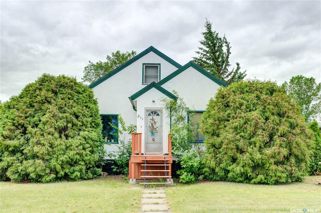 Main Photo: 311 1st Street South in Wakaw: Residential for sale : MLS®# SK860409