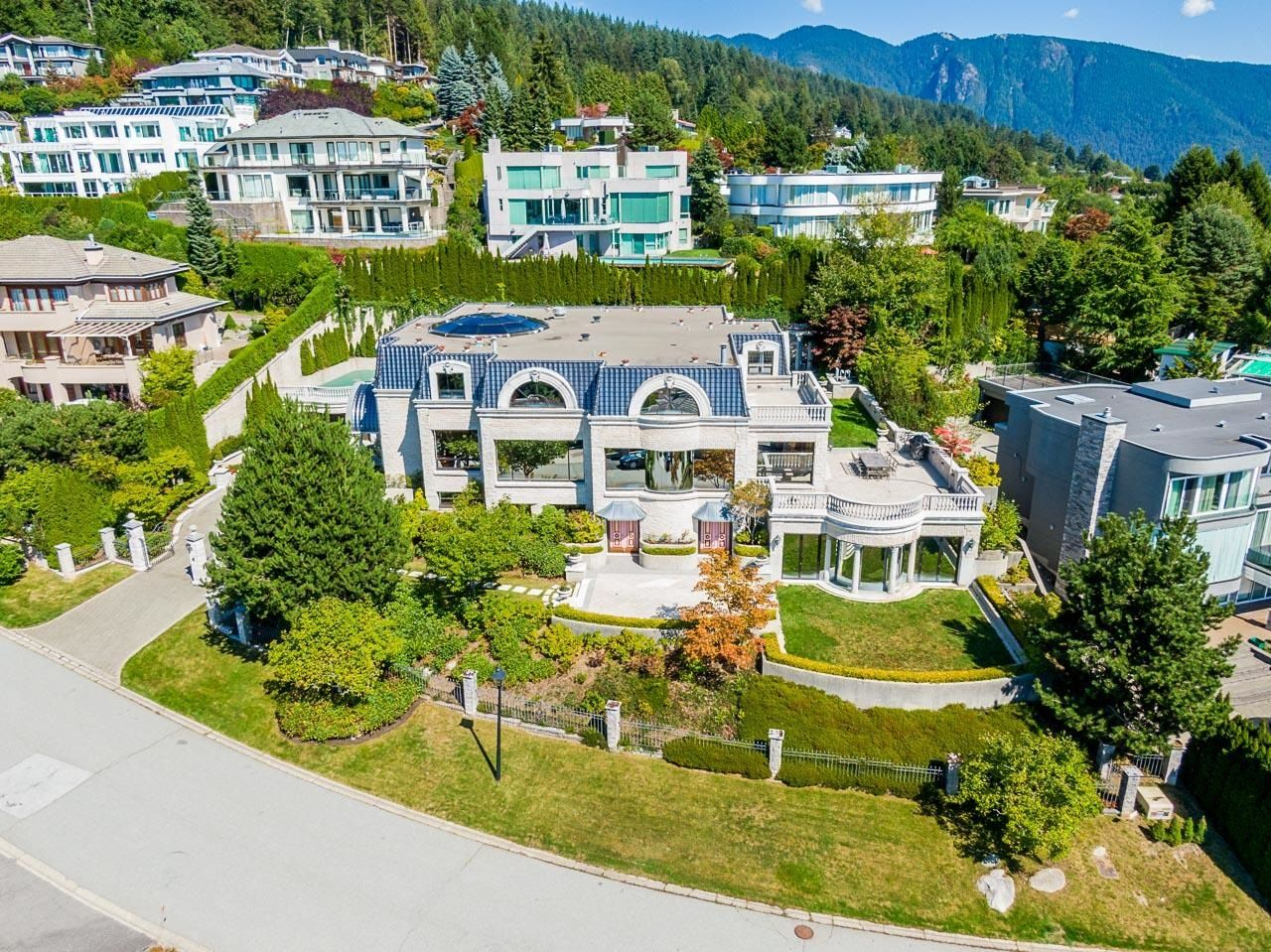 Main Photo: 1471 BRAMWELL Road in West Vancouver: Chartwell House for sale : MLS®# R2616451