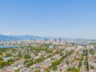 """Photo 2: 401 2298 W 1ST Avenue in Vancouver: Kitsilano Condo for sale in """"The Lookout"""" (Vancouver West)  : MLS®# R2617579"""