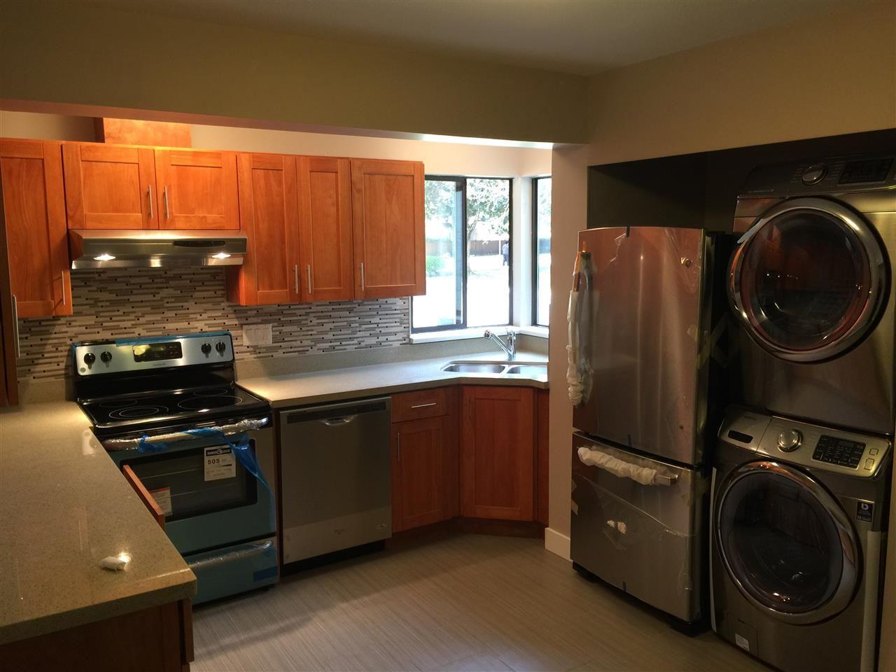 Main Photo: 24 1141 EAGLERIDGE Drive in Coquitlam: Eagle Ridge CQ Townhouse for sale : MLS®# R2035204