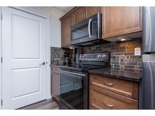 """Photo 10: 106 2068 SANDALWOOD Crescent in Abbotsford: Central Abbotsford Condo for sale in """"The Sterling"""" : MLS®# R2590932"""