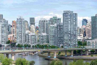 "Photo 2: PH1801 1788 COLUMBIA Street in Vancouver: False Creek Condo for sale in ""EPIC AT WEST"" (Vancouver West)  : MLS®# R2530765"