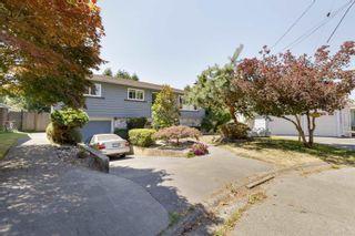 "Photo 3: 10332 JOHNSON Wynd in Delta: Nordel House for sale in ""SUNBURY"" (N. Delta)  : MLS®# R2603807"
