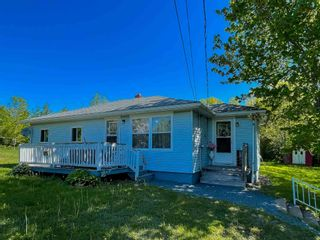 Photo 1: 72 Beech Hill Road in North Alton: 404-Kings County Residential for sale (Annapolis Valley)  : MLS®# 202115410