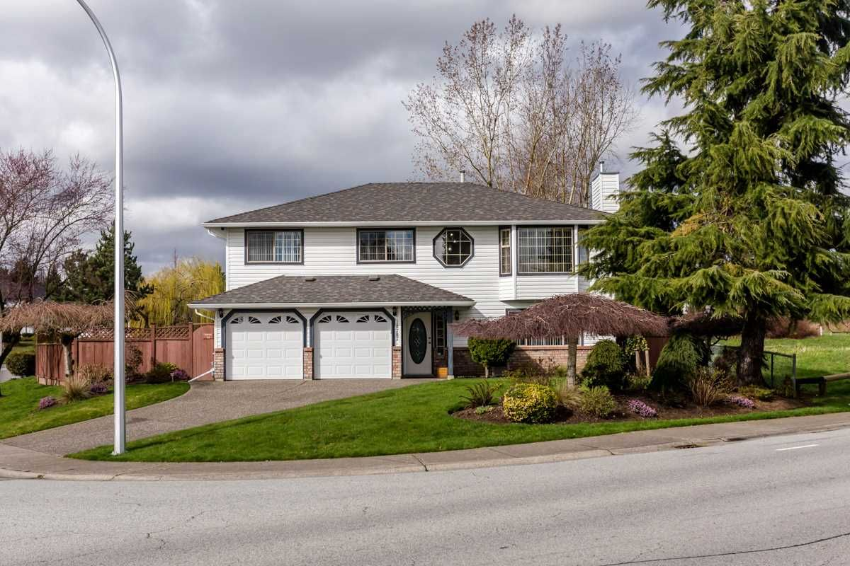 Main Photo: 18787 56B Avenue in Surrey: Cloverdale BC House for sale (Cloverdale)  : MLS®# R2041137
