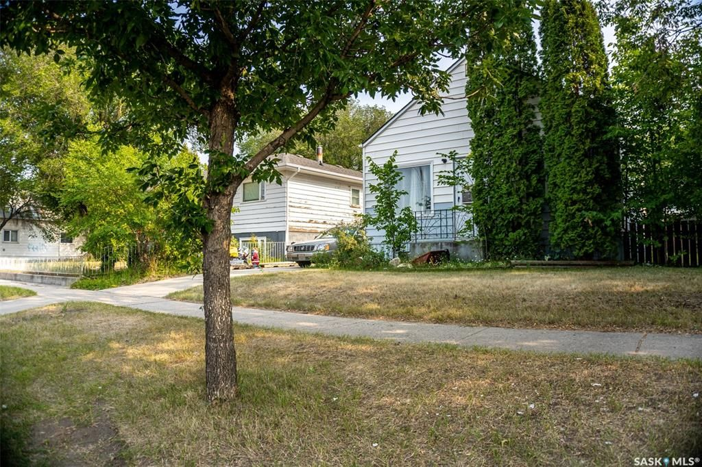 Photo 3: Photos: 2105 20th Street West in Saskatoon: Pleasant Hill Residential for sale : MLS®# SK863933