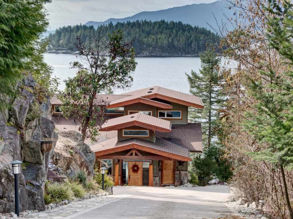 "Main Photo: 4198 PACKALEN Boulevard in Garden Bay: Pender Harbour Egmont House for sale in ""DANIEL POINT"" (Sunshine Coast)  : MLS®# R2290513"
