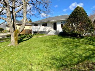 Photo 2: 2162 Allenby St in : OB Henderson House for sale (Oak Bay)  : MLS®# 871196
