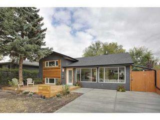 Photo 1: 2028 GLENWOOD Drive SW in Calgary: 3 Level Split for sale : MLS®# C3542268
