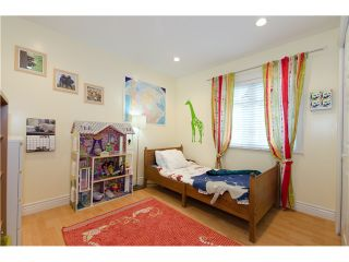 """Photo 9: 1938 ADANAC Street in Vancouver: Hastings 1/2 Duplex for sale in """"COMMERCIAL DRIVE"""" (Vancouver East)  : MLS®# V887660"""