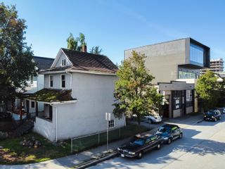 Photo 3: 2103 COLUMBIA Street in Vancouver: False Creek House for sale (Vancouver West)  : MLS®# R2617685