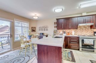 """Photo 7: 2 5201 OAKMOUNT Crescent in Burnaby: Oaklands Townhouse for sale in """"HARLANDS"""" (Burnaby South)  : MLS®# R2161248"""