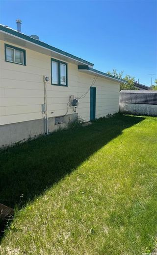 Photo 3: 701 6th Avenue in Hudson Bay: Residential for sale : MLS®# SK861176